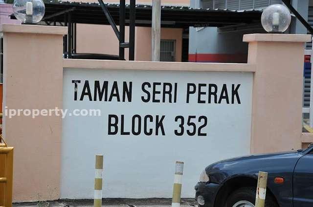 Taman Seri Perak - Photo 1