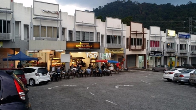 Amansiara Community Shops - Night View 3
