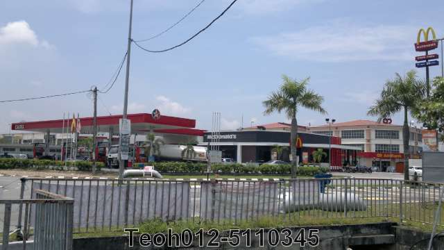 a critique of a mcdonalds advertisement on a caltex station New mcdonald's signs ad stirs up controversy  officer for mcdonald's usa,  says of the recent flood of critiques and general debate.