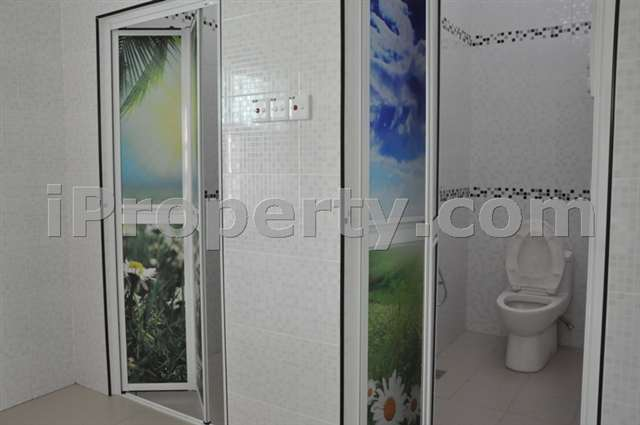 3 bathrooms with water heaters